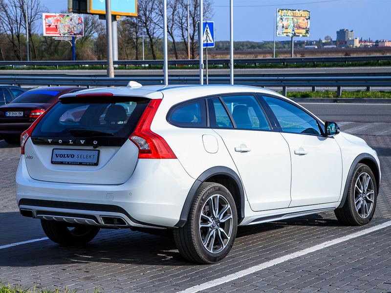 2017 Volvo V60 Cross Country Inscription D4 2.4 Дизель Автоматична | Volvo Selekt