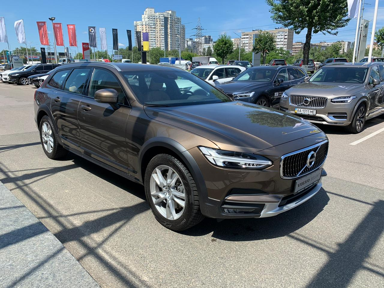 2016 V90 Cross Country Momentum